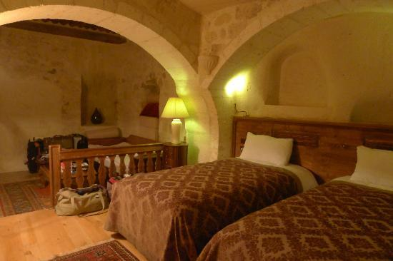 Fresco Cave Suites & Mansions: 2 double beds and a sofa bed