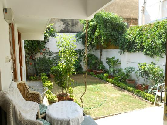 All Seasons Homestay Jaipur: Jardin privatif
