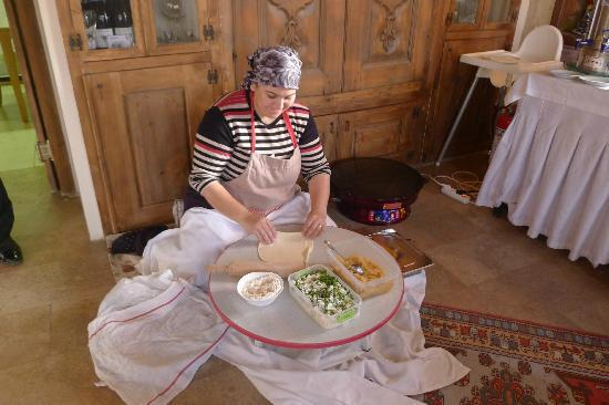Fresco Cave Suites/Cappadocia: Turkish pancakes freshly made for breakfast