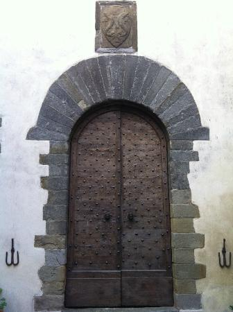 Castello del Trebbio: the coat of arms of the pazzi family