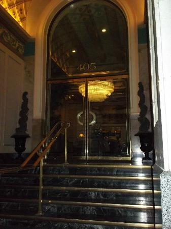 Mayflower Park Hotel: Pretty entrance.