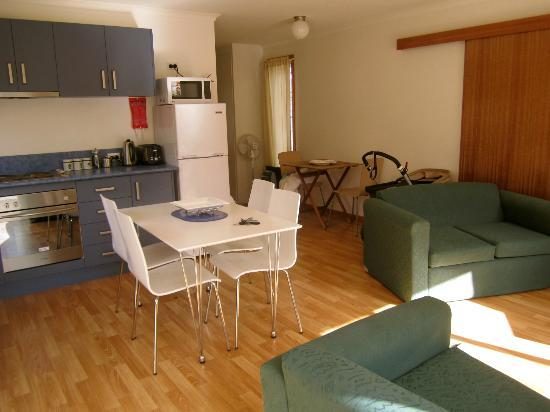 Bruny Beachside Accommodation: Kitchen/Lounge/Dining