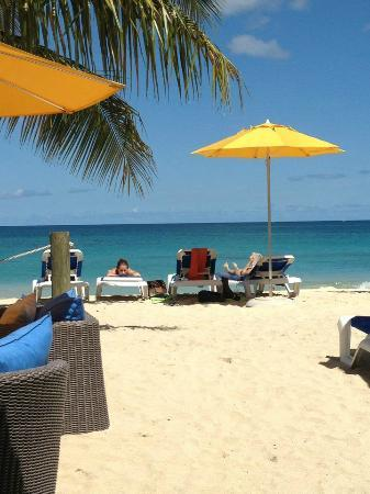 Mount Cinnamon Resort & Beach Club: Sunbathing on the beach