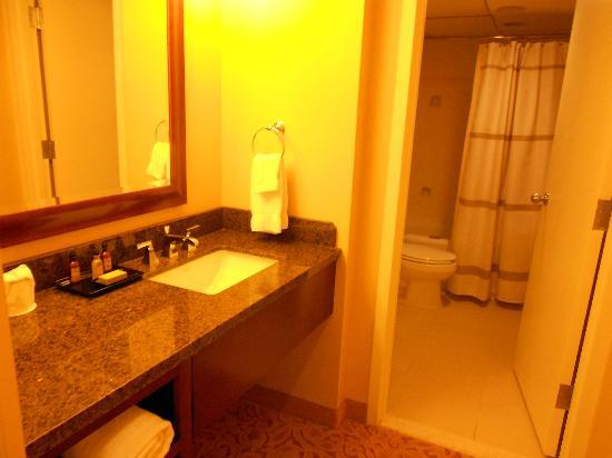 Falls Church Marriott Fairview Park: Bath