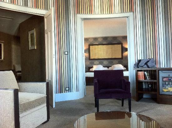Grand Hotel de Tours: La vue depuis le canapé de la suite