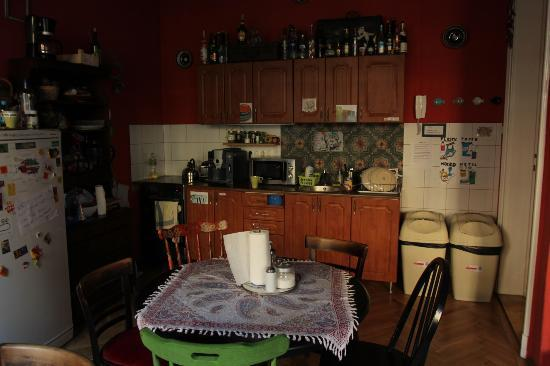 Big Fish Budapest Hostel : Kitchen fully equipt for your own ckooking