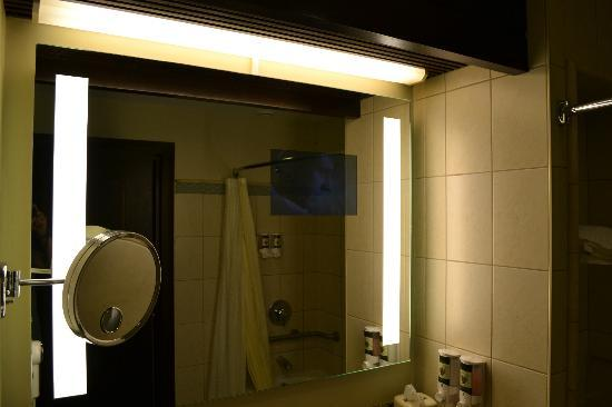 Bucuti & Tara Beach Resort Aruba: TV in the mirror