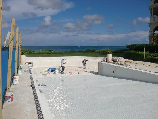 The Somerset on Grace Bay: Infinity Pool - construction we were never told about.