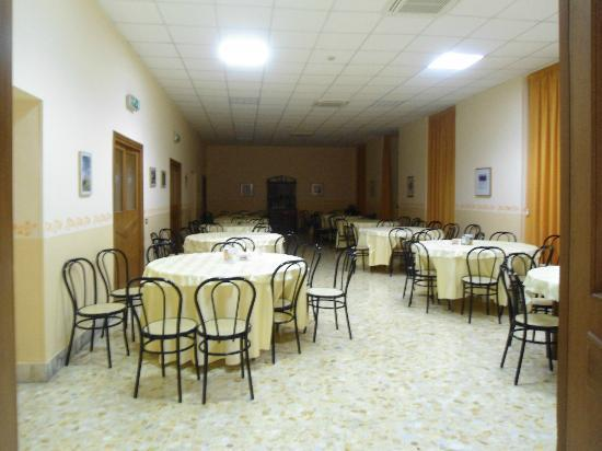 Casa per Ferie Congregazione Suore Domenicane del Sacro Cuore di Gesu: dining area