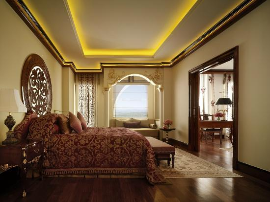 Dolmabahçe Junior Suite at Mardan Palace