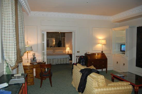 Bauer Hotel: large living room and separate bedroom