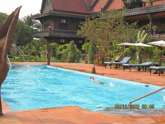 Angkor Spirit Palace: Pool side