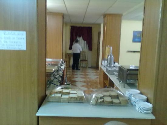 Euroclub Hotel: Sección desayuno dulce,pan normal, integral y duro