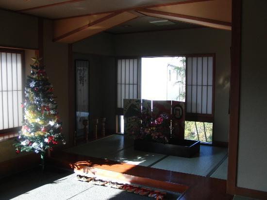 Ryokan Sanjiro: 館内入口(クリスマス時期)