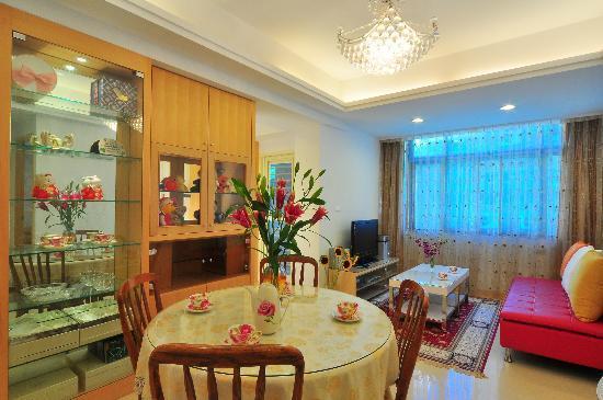 Gracehome Service Apartment: A戶平安家-寬敞明亮的客餐廳