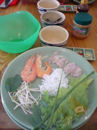 Kursus masak - Saigon Cooking Class: ingredients for spring rolls