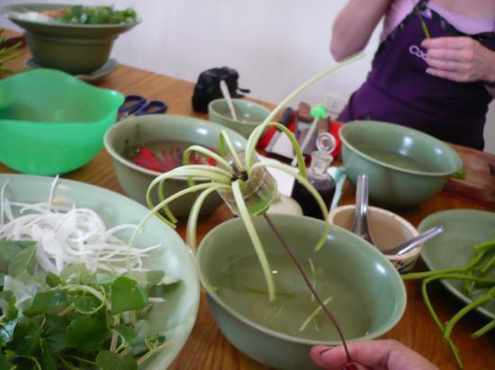 Saigon Cooking Class: preparation salad 