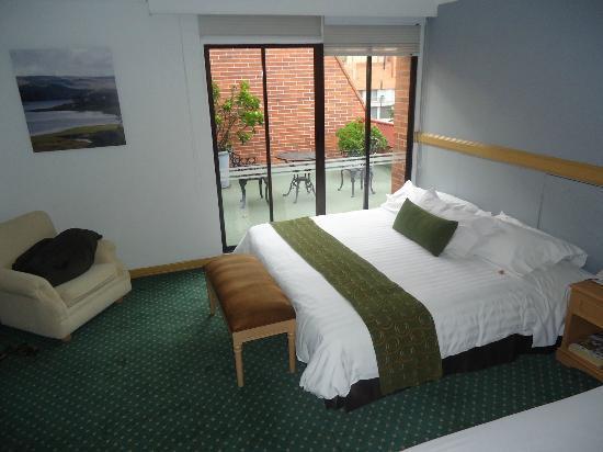 Hotel Parque 97 Suites: Quarto 803 com varanda