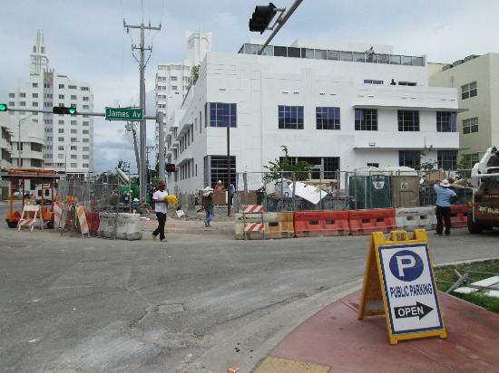Cadet Hotel: Cadet is across street on left 