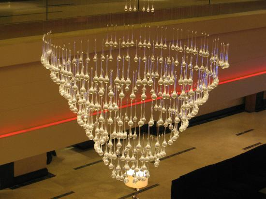 Movenpick Hotel & Spa Bangalore : chandelier at the lobby