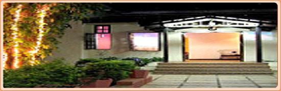 Girija Hotel: Hotel entrance
