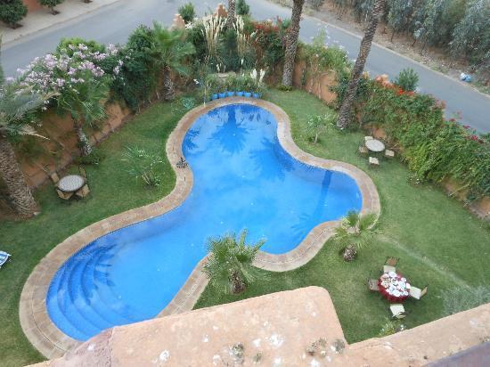 Hotel Temple des Arts: piscine vue du toit terrasse