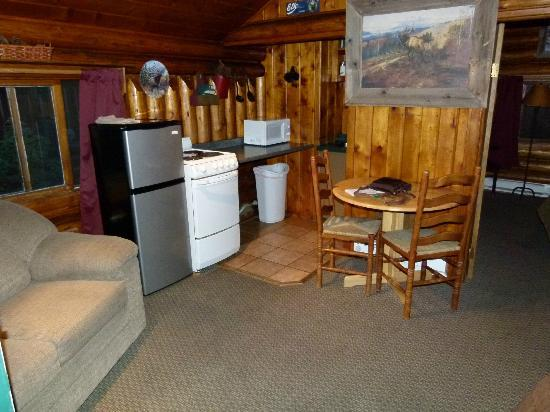 Moose Creek Cabins and Inn: Coin cuisine et repas