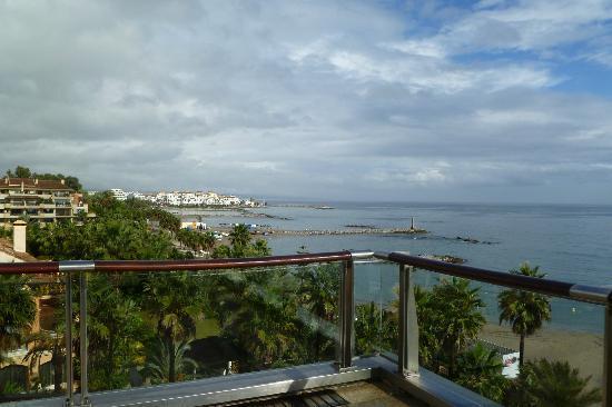 Gran Hotel Guadalpin Banus: View from terrace to Banus