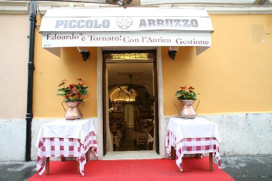 Ristorante piccolo abruzzo in roma con cucina cucina for Cucina romana