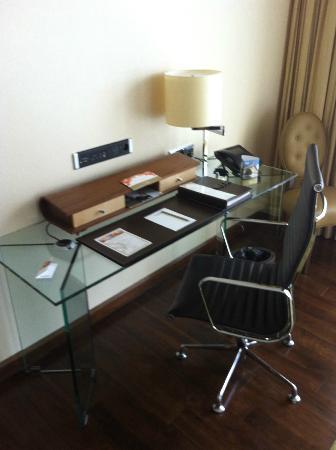 Jumeirah Frankfurt: Desk Area