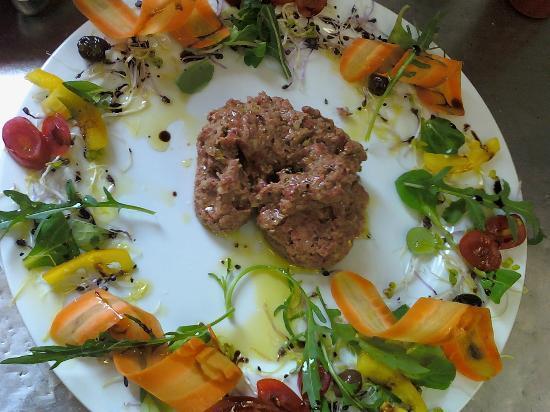 Ristorante La Ruota : tartar di vitella piemontese e letto di verdure fresche
