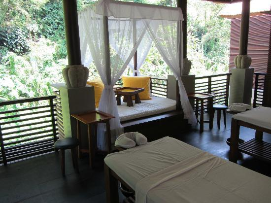 Spa at Maya: a double spa pavillion overlooking the river
