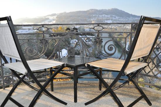 BELLEVUE PALACE Bern: Morgenstimmung mit Blick auf die Bergwelt