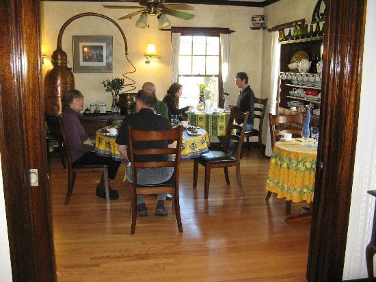 A' Tuscan Estate Bed and Breakfast: Breakfast Dining Room