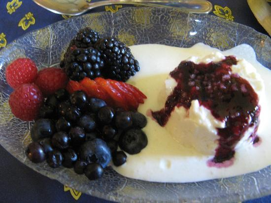 "A' Tuscan Estate Bed and Breakfast: Great Breakfast ""Starter"""