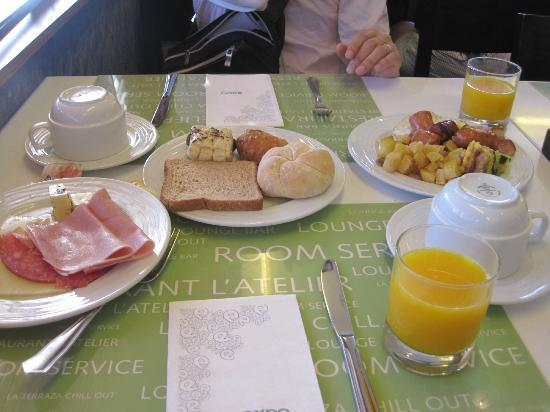 Expo Hotel Barcelona: 朝食2