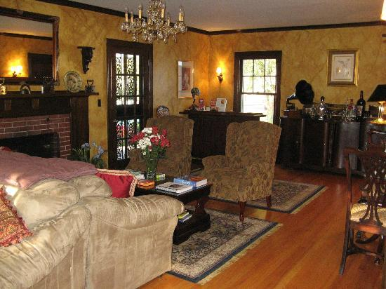 A' Tuscan Estate Bed and Breakfast: Comfortable Living Room