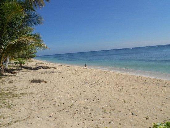 White Sands Paradise Beach Resort: White Sands Beach