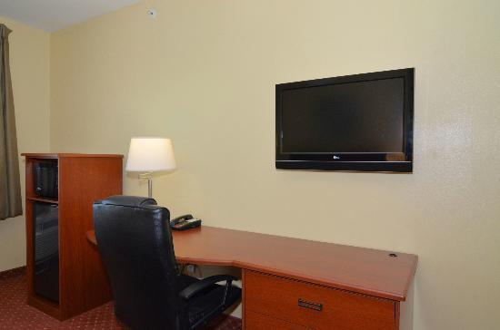 New Braunfels, TX: Desk with Ergonomic Chair and Flat Screen TV