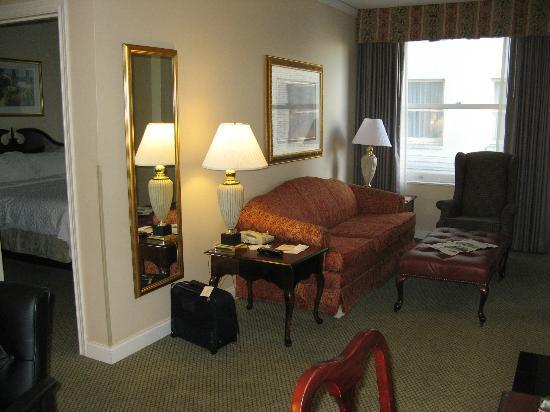 Embassy Suites by Hilton Portland - Downtown: Large Living Room in 2-BR Suite