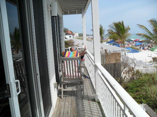 Mainsail Beach Inn: deck on our unit ,the beach view glorious