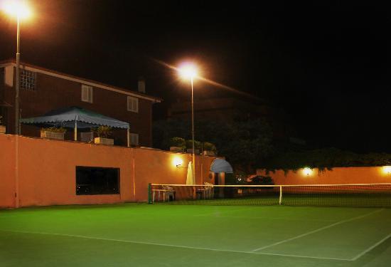 Campi Da Tennis Roma.Campo Da Tennis Foto Di Il Tulipano B B Roma Tripadvisor