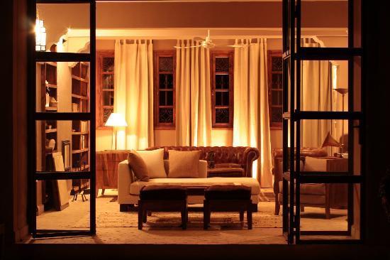 Azalai Desert Lodge: salon heming way