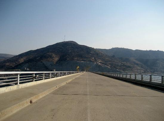 Grand Coulee Dam: One mile across the top of the dam