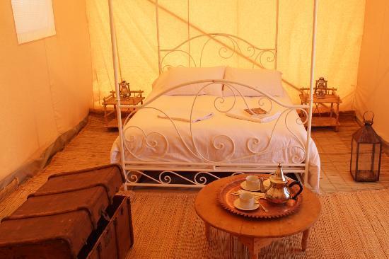 Azalai Desert Lodge: l'intérieur de la tente (bivouac)