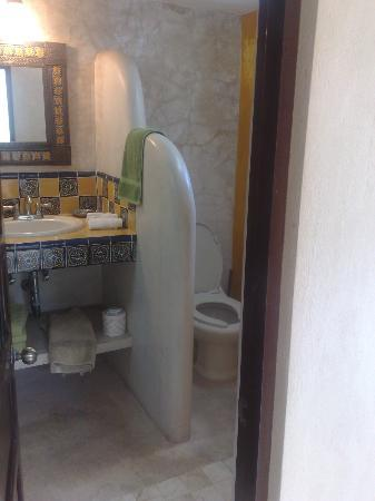 Luz En Yucatan: More bathroom