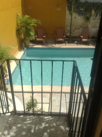 Luz En Yucatan: Pool view from balcony