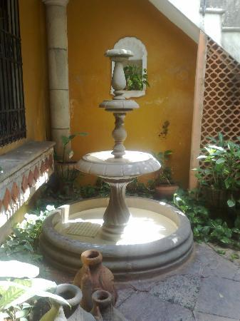 Luz En Yucatan: Fountain