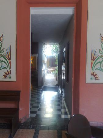 Luz En Yucatan: Entrance from first lobby