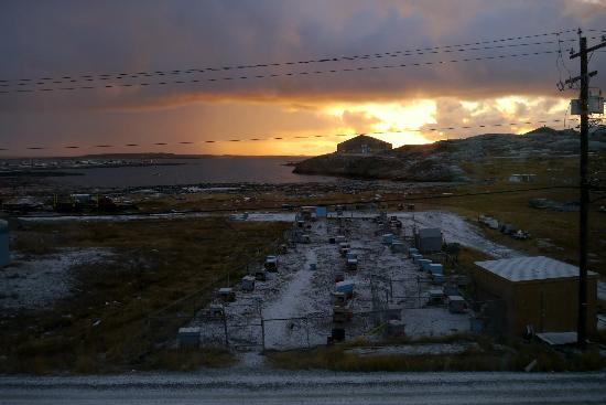 Nanuq Lodge : View from the breakfast dining room. Sunrise (Oct 2012)